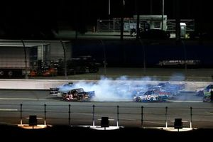 Ben Rhodes, ThorSport Racing, Ford F-150 and Gus Dean, Young's Motorsports, Chevrolet Silverado LG Air Conditioning Technologies crash