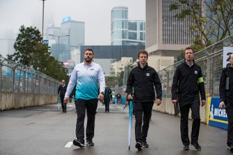 Oliver Turvey, NIO Formula E Team walks the track with the team