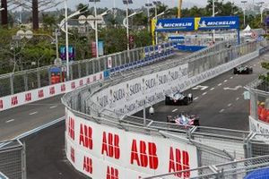 Jérôme d'Ambrosio, Mahindra Racing, M5 Electro, derrière Edoardo Mortara, Venturi Formula E, Venturi VFE05