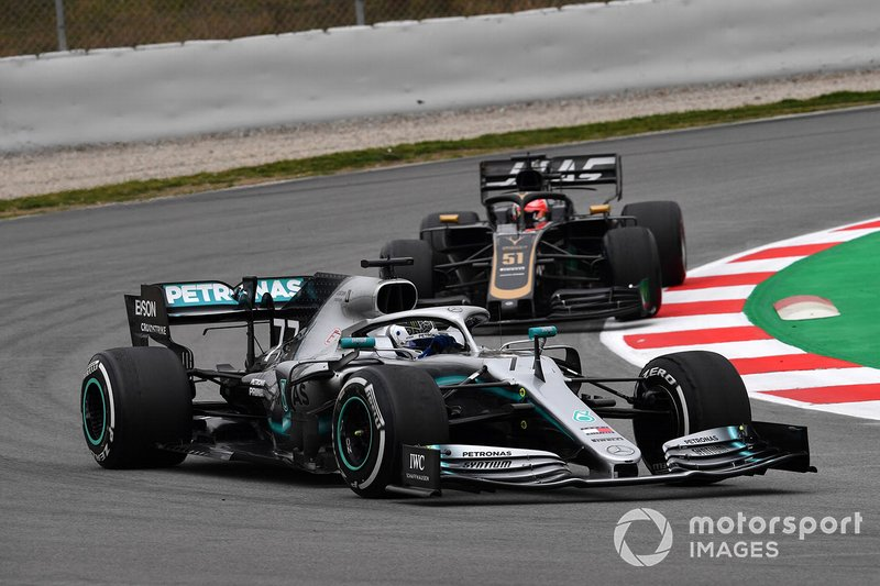 Valtteri Bottas, Mercedes-AMG F1 W10 and Pietro Fittipaldi, Haas VF-19