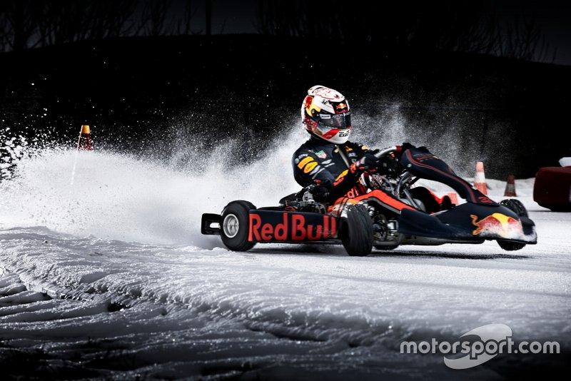 Max Verstappen participa de ação da Red Bull de kart no gelo