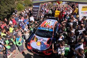 Winner Thierry Neuville, Nicolas Gilsoul, Hyundai Motorsport Hyundai i20 Coupe WRC