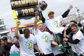 Lorenzo Dalla Porta, Leopard Racing, fête sa victoire sur le podium