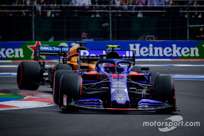 Pierre Gasly, Toro Rosso STR14,Carlos Sainz, McLaren MCL34