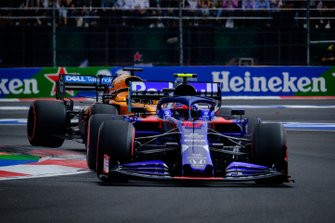 Pierre Gasly, Toro Rosso STR14, Carlos Sainz, McLaren MCL34