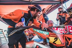 Mecánicos del Red Bull KTM Factory Team