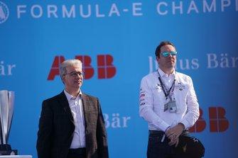 Bastien Schupp, DS Techeetah celebra con el trofeo del constructor en el podio