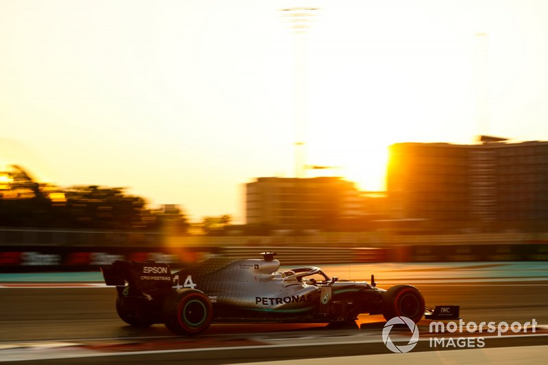 1 место: Льюис Хэмилтон, Mercedes - 1:34.779
