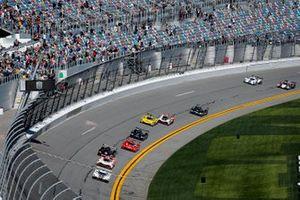 #77 Mazda Team Joest Mazda DPi, DPi: Oliver Jarvis, Tristan Nunez, Olivier Pla takes the green flag