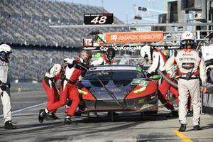 #48 Paul Miller Racing Lamborghini Huracan GT3, GTD: Madison Snow, Bryan Sellers, Corey Lewis, Andrea Caldarelli - pit stop