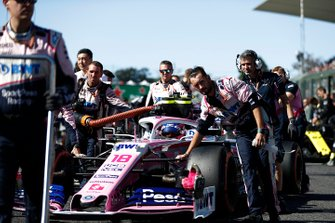 Lance Stroll, Racing Point RP19, arriveert op de grid