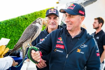 Гонщики Bahrain JCW X-raid Team Стефан Петерансель и Карлос Сайнс