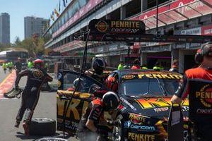 Anton De Pasquale, Will Brown, Erebus Motorsport Holden, pitstop