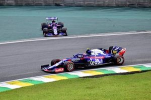 Daniil Kvyat, Toro Rosso STR14, recovers from a spin as Pierre Gasly, Toro Rosso STR14, passes