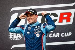 Подиум: победитель Норберт Михелис, BRC Hyundai N Squadra Corse