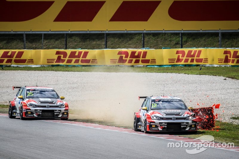 Rob Huff, SLR VW Motorsport Volkswagen Golf GTI TCR touched the tire wall