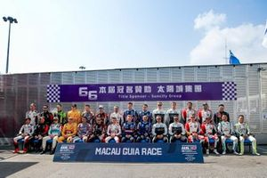 Group picture with all drivers