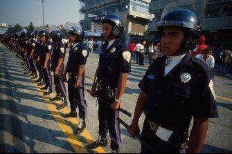Polizia locale al GP del Messico del 1990