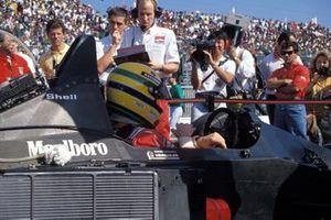 Ayrton Senna, McLaren MP4-5B Honda, sur la grille