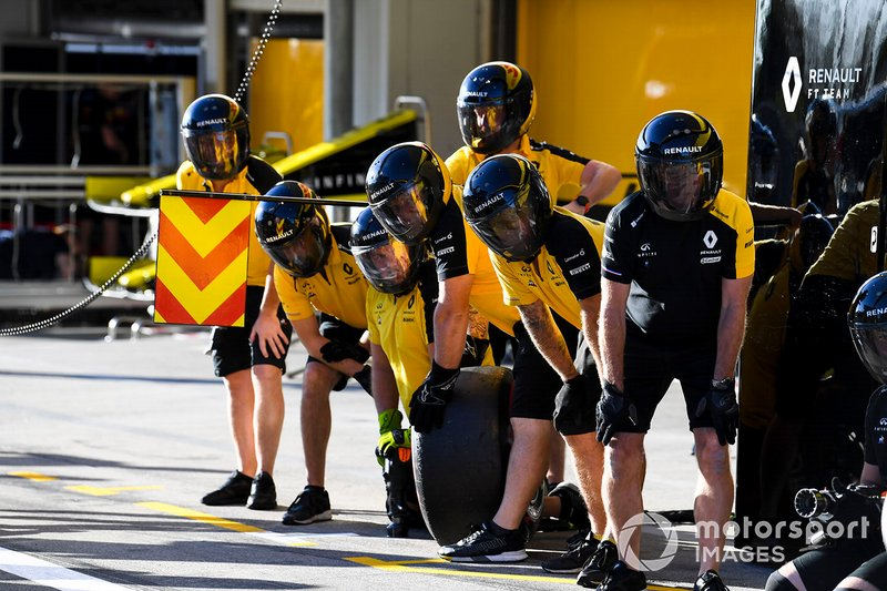 Prova di pit stop con la Renault R.S.19