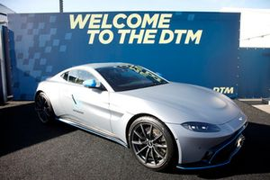 Aston Martin auto