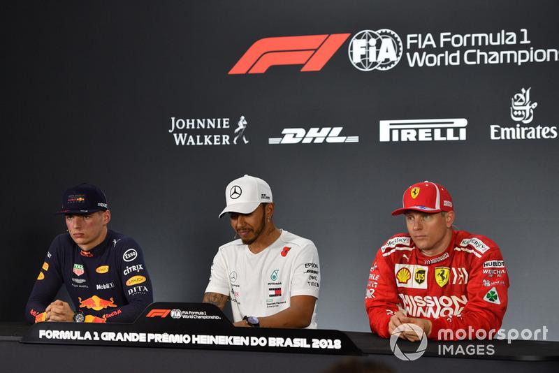 Max Verstappen, Red Bull Racing, Lewis Hamilton, Mercedes AMG F1 y Kimi Raikkonen, Ferrari en la conferencia de prensa