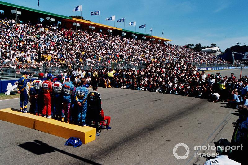 Los pilotos de Fórmula 1 se reúnen para que la prensa del mundo tomen la foto de grupo de pilotos de fin de año