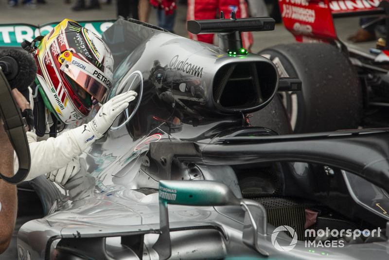 Le vainqueur Lewis Hamilton, Mercedes-AMG F1 W09 EQ Power+ fête sa victoire dans le Parc Fermé