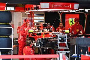 Ferrari SF-71H nel box