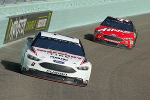 Brad Keselowski, Team Penske, Ford Fusion Discount Tire e Kurt Busch, Stewart-Haas Racing, Ford Fusion State Haas Automation/Monster Energy