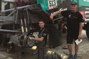 Henk van Leuven, Team De Rooy Iveco Team Manager with team members