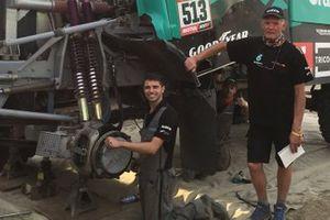 Henk van Leuven, Team De Rooy Iveco Team Manager con miembros del equipo