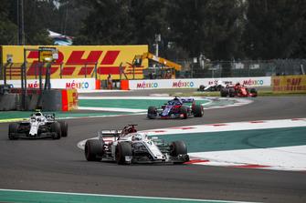 Marcus Ericsson, Sauber C37, Sergey Sirotkin, Williams FW41 et Brendon Hartley, Scuderia Toro Rosso STR13