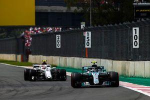 Valtteri Bottas, Mercedes AMG F1 W09 EQ Power+, Charles Leclerc, Sauber C37
