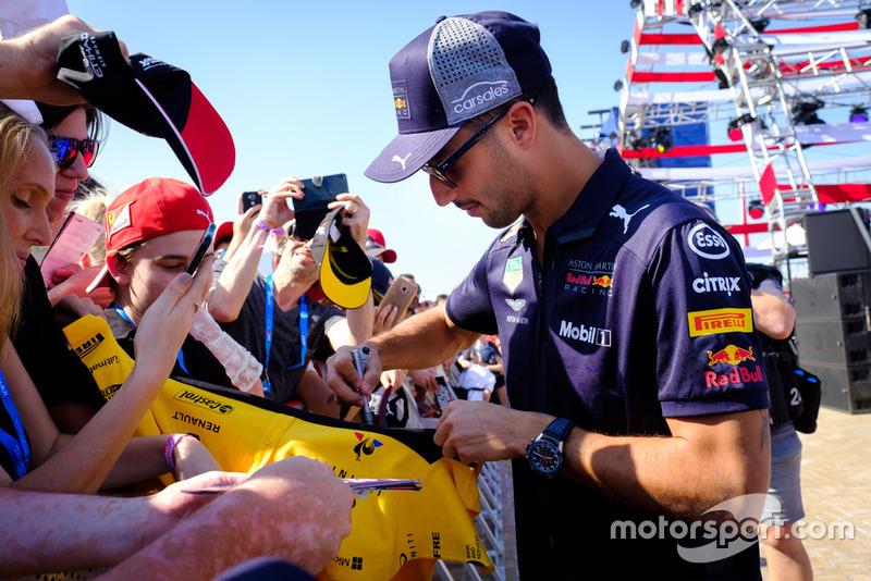 Daniel Ricciardo, Red Bull Racing RB14, fans