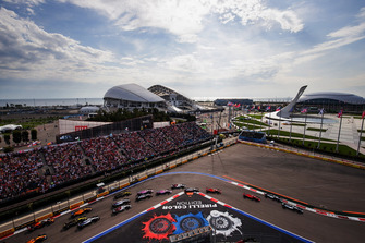 Valtteri Bottas, Mercedes AMG F1 W09, leads Lewis Hamilton, Mercedes AMG F1 W09, Sebastian Vettel, Ferrari SF71H, Kimi Raikkonen, Ferrari SF71H, Charles Leclerc, Sauber C37, Kevin Magnussen, Haas F1 Team VF-18, Esteban Ocon, Racing Point Force India VJM11, at the start of the race