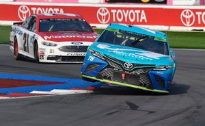 Martin Truex Jr., Furniture Row Racing, Toyota Camry Auto-Owners Insurance, Paul Menard, Wood Brothers Racing, Ford Fusion Motorcraft / Quick Lane Tire & Auto Center