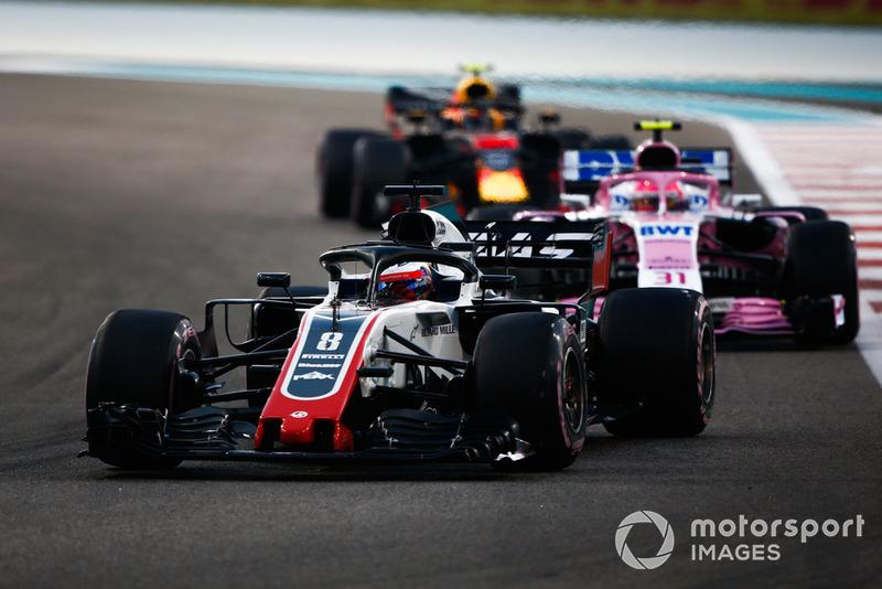 Romain Grosjean, Haas F1 Team VF-18 leadsEsteban Ocon, Racing Point Force India VJM11 and Max Verstappen, Red Bull Racing RB14