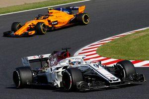 Marcus Ericsson, Sauber C37 devant Stoffel Vandoorne, McLaren MCL33