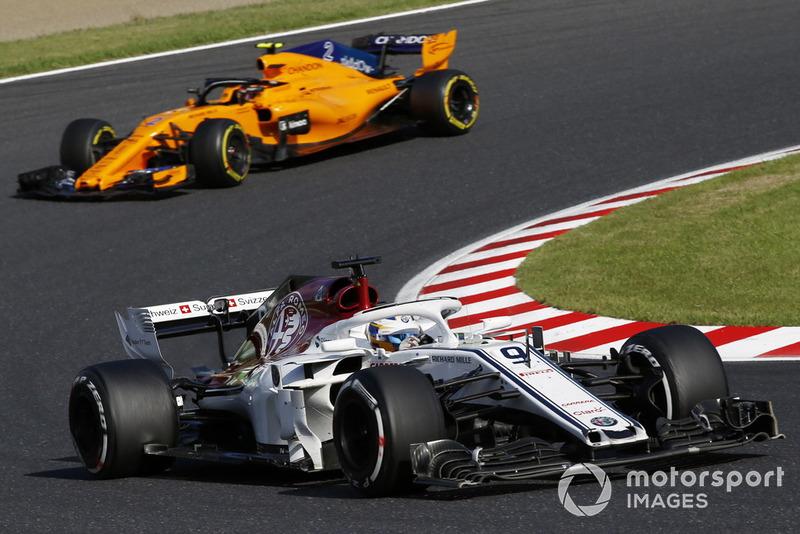 Marcus Ericsson, Sauber C37 y Stoffel Vandoorne, McLaren MCL33
