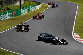 Valtteri Bottas, Mercedes AMG F1 W09, leads Max Verstappen, Red Bull Racing RB14, Kimi Raikkonen, Ferrari SF71H, Romain Grosjean, Haas F1 Team VF-18, and Sebastian Vettel, Ferrari SF71H