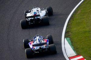 Lance Stroll, Williams FW41, devant Brendon Hartley, Toro Rosso STR13