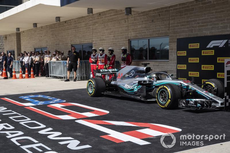 Lewis Hamilton, Mercedes AMG F1 W09 EQ Power+ dans le parc fermé