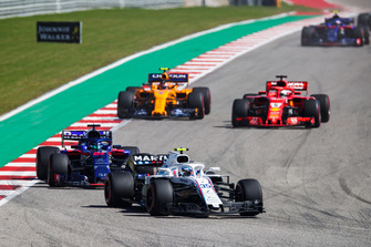 Sergey Sirotkin, Williams FW41, leads Brendon Hartley, Toro Rosso STR13, Sebastian Vettel, Ferrari SF71H, and Stoffel Vandoorne, McLaren MCL33