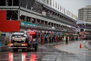 Bergung des Unfallautos von Jamie Whincup, Triple Eight Race Engineering Holden
