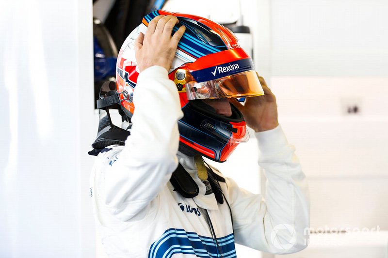 Robert Kubica, Williams Martini Racing, ajuste son casque
