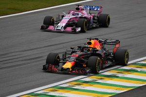Sergio Perez, Racing Point Force India VJM11 and Daniel Ricciardo, Red Bull Racing RB14
