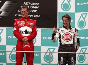 Podio: ganador de la carrera Michael Schumacher, Ferrari, tercer lugar Jenson Button, BAR
