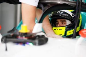 Tom Dillmann, NIO Formula E Team, NIO Sport 004, nel garage
