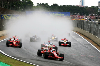 Felipe Massa, Ferrari F2008 leads at the start